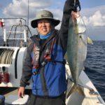 日本海ジギングで大物とファイト